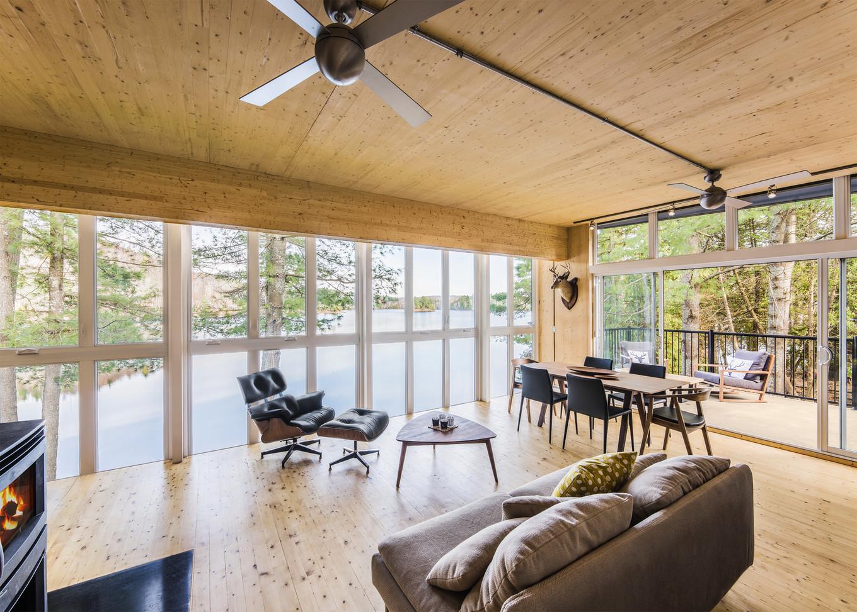 Новый дом на месте семейного коттеджа в Канаде